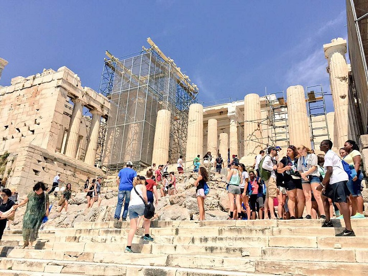 Tourists visiting the Acropolis ©Becki Enright