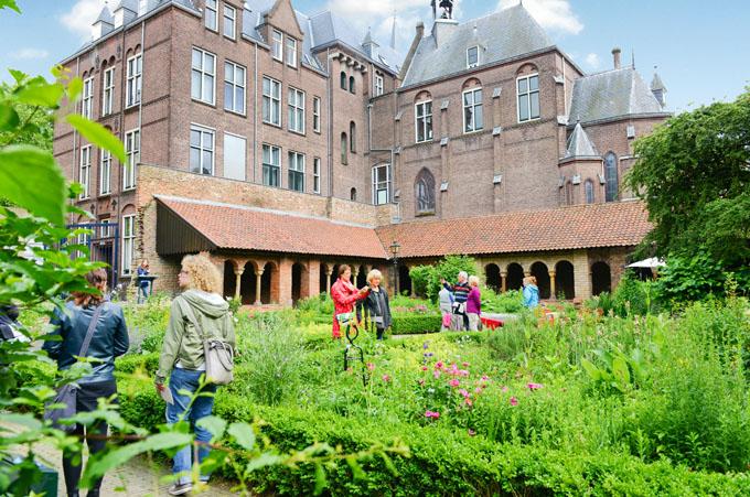 Het Pandhof: der Klostergarten des Domturms