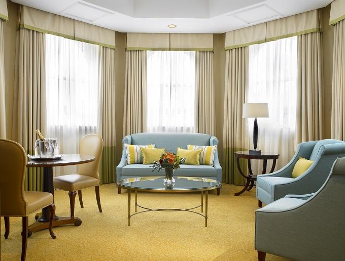 Bristol Royal Hotel, suite with blue sofa ©VisitEngland/VisitBristol