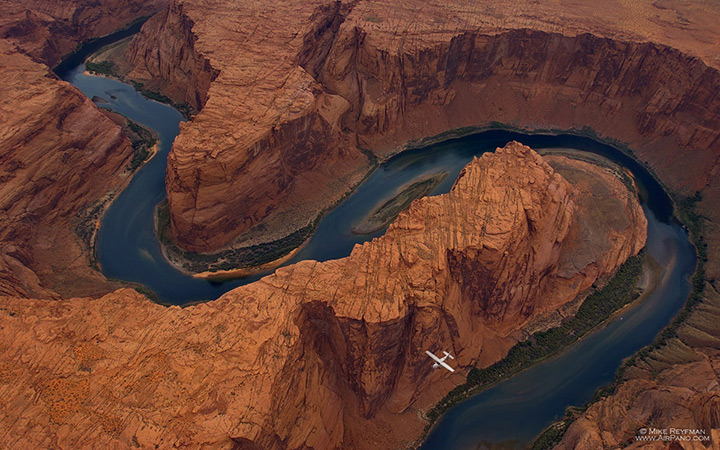 River snaking through the canyon, Horseshoe Bend, Arizona