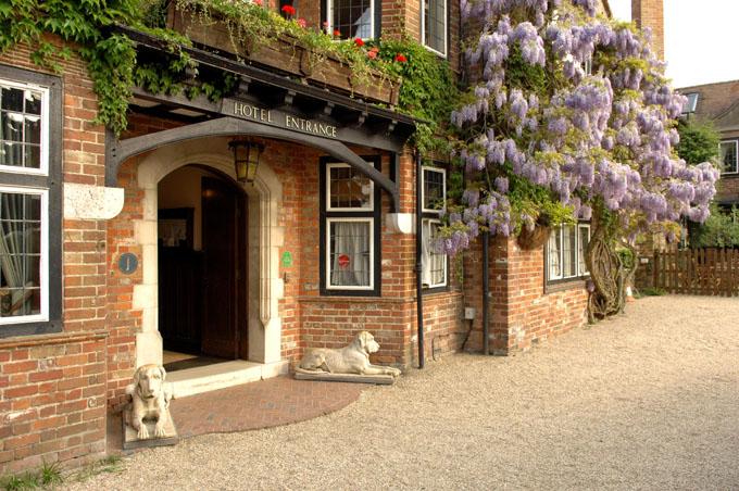Montagu Arms Hotel in Beaulieu New Forest ©VisitEngland/NewForestDistrictCouncil