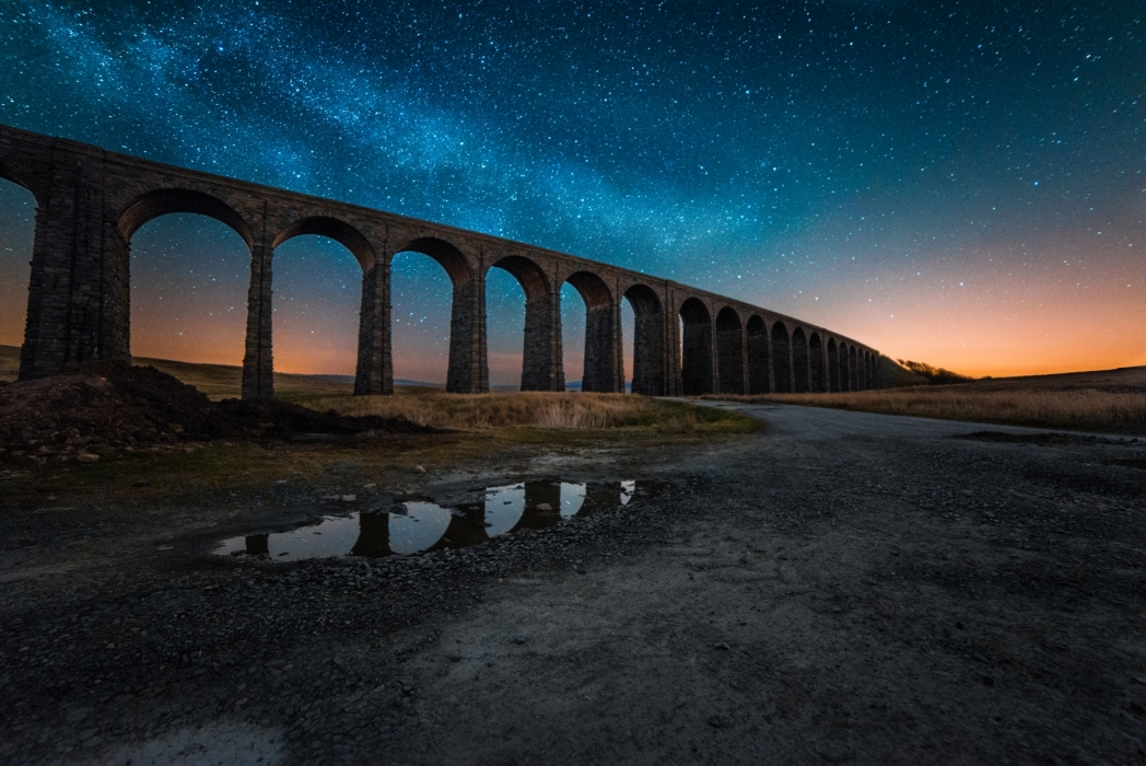 Ribblehead Viaduct in Yorkshireunder the stars