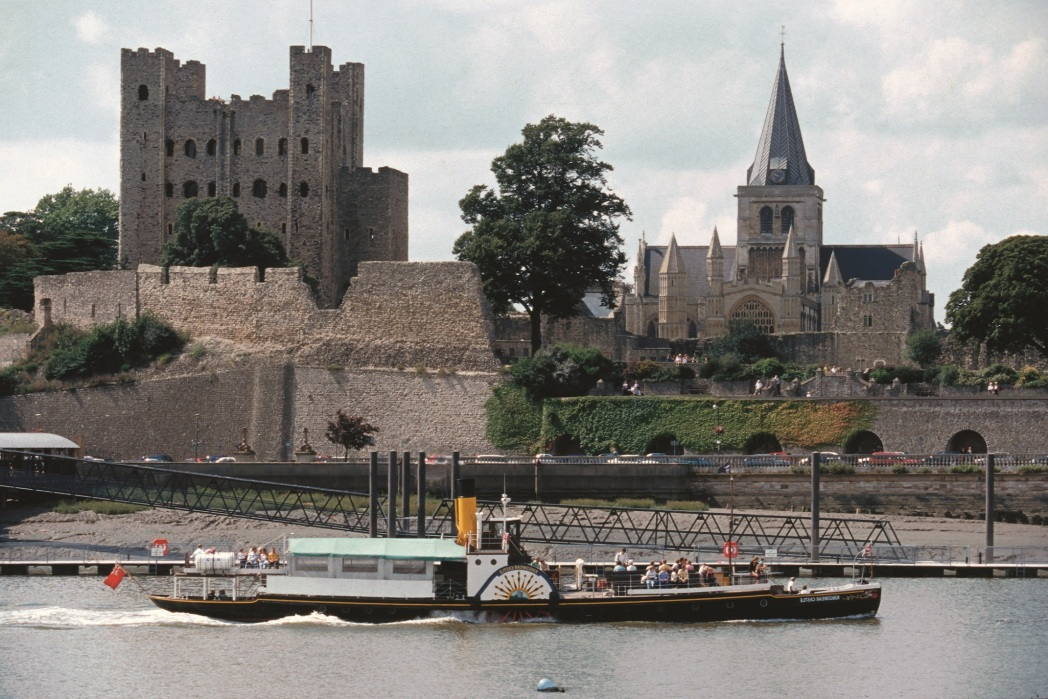 The waterfront in Rochester with Rochester Castle in the background