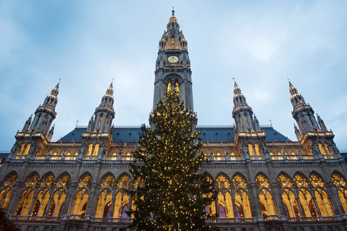 Get the seasonal package, ice skating, shopping and mulled wine in Vienna.